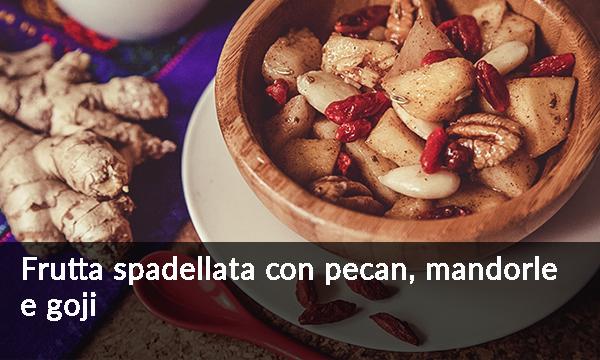 frutta-spadellata-con-pecan-mandorle-e-goji