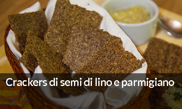 Crackers di semi di lino e parmigiano